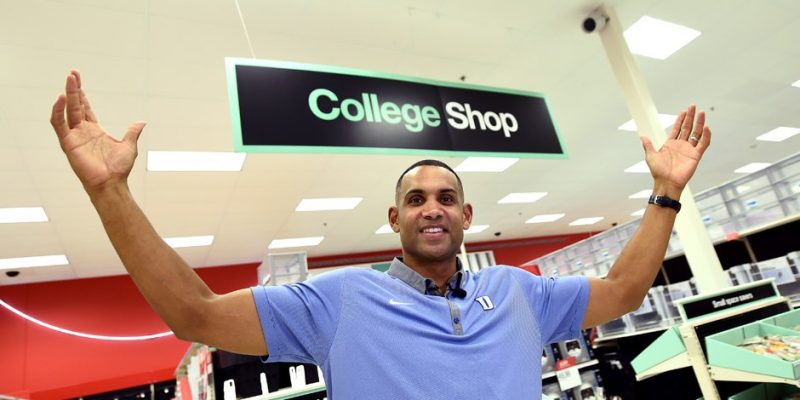 Grant Hill helps Duke students at Target | Shaw Sports